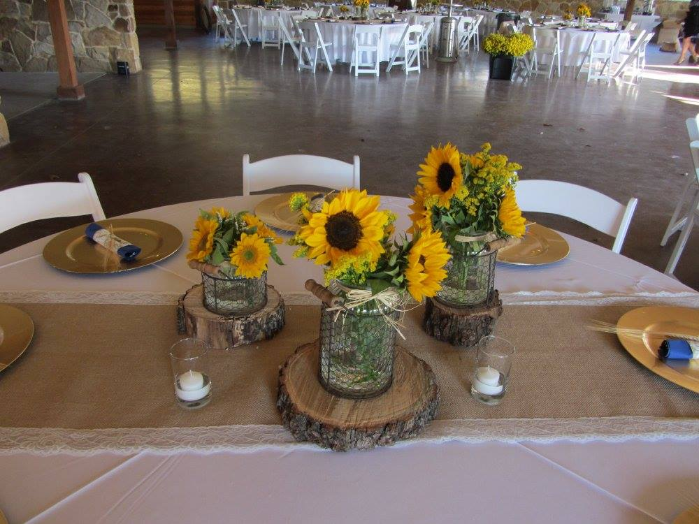Country wedding decor archives 1899 wedding event for Outdoor table decor ideas