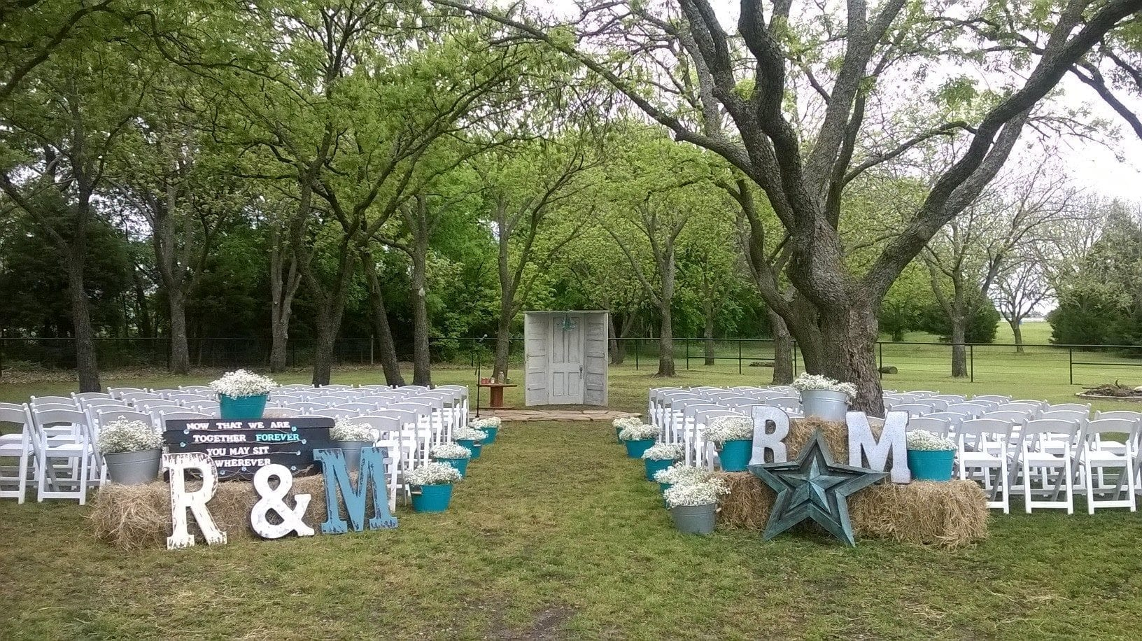Rustic Outdoor Wedding Decor