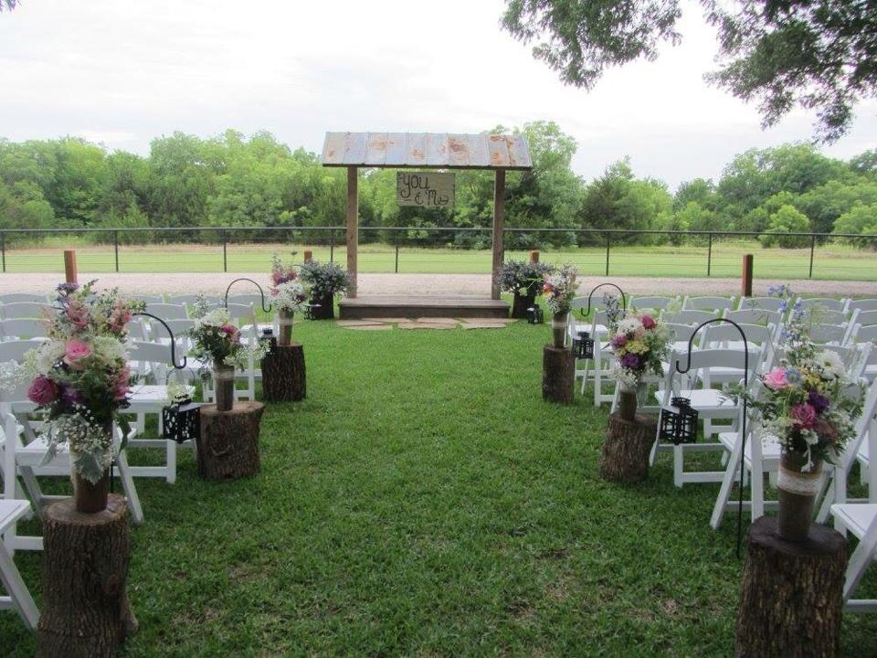 Tree Trunk Rustic Outdoor Wedding Decor