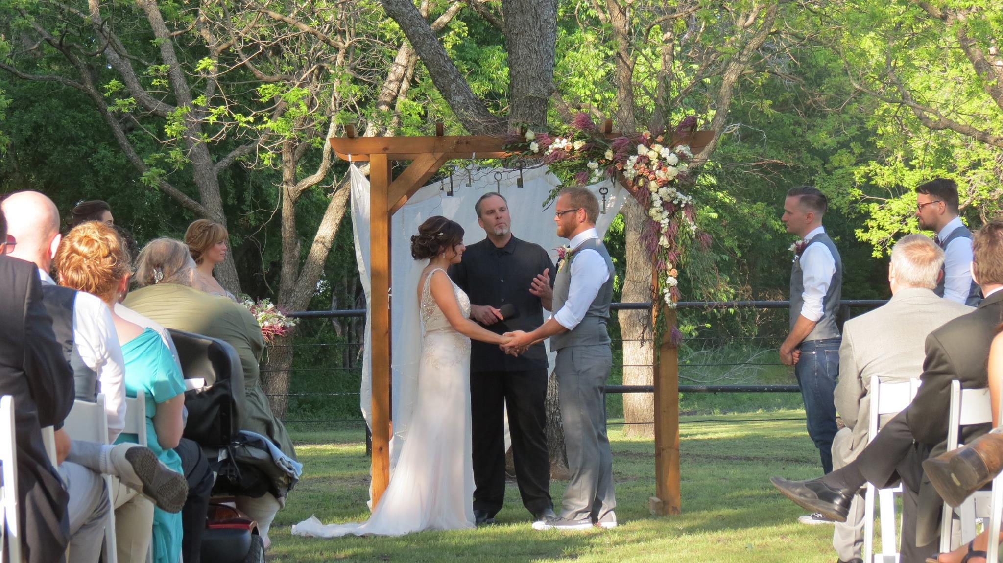 rustic outdoor wedding decor