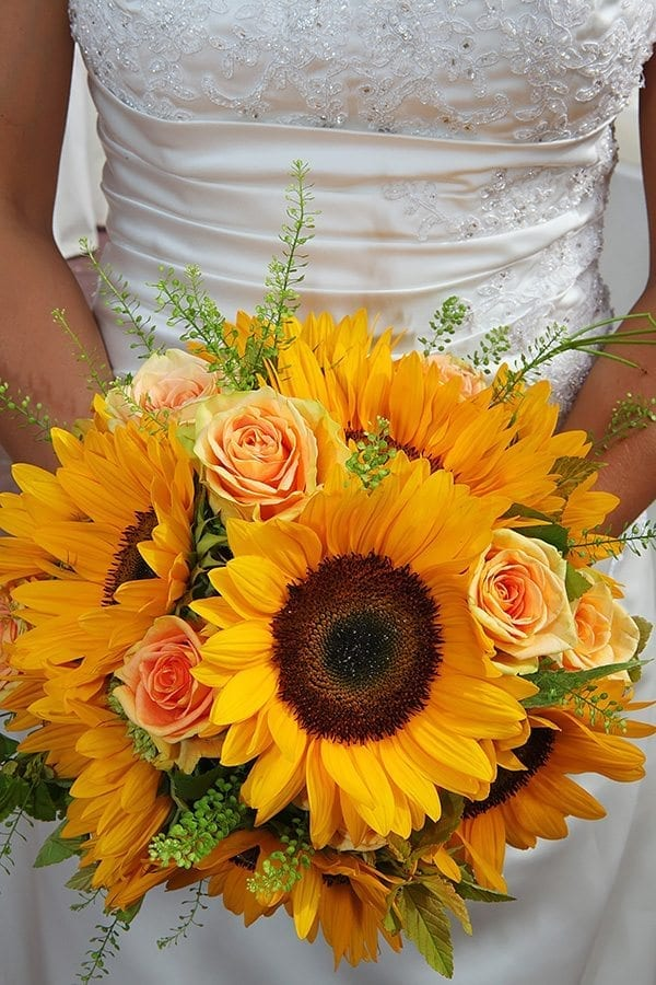 sunflowers in outdoor wedding decor